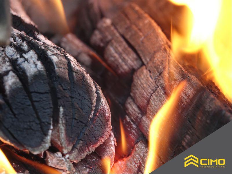 Imagem de carvão vegetal em destaque