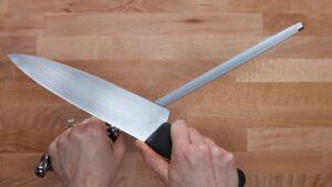 como afiar faca com chaira